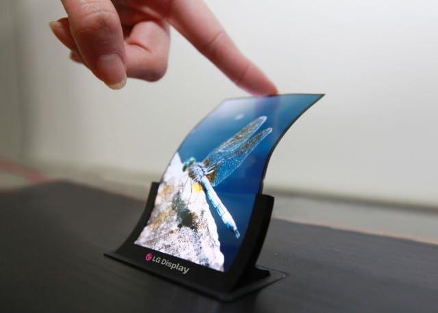 5-inch-Plastic-OLED_1-640x457
