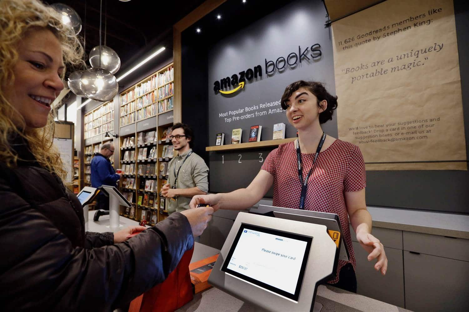 151103-amazon-bookstore-opening-yh-0313p_4382b2cb41cea897f170c205535282a4.nbcnews-ux-2880-1000