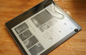 New Kindle Oasis 2 Firmware Allows you to Disable the Touchscreen