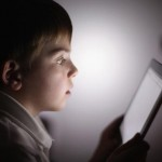 Experts Warn Strict Parental Control Needed for Kids Tablet Usage