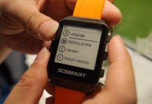 New Onyx Smartwatch with e-Ink Screen Revealed