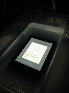 Kobo Aura H2O Underwater Glowlight Test