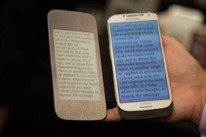 Split Screen e-Ink Phone Cases Might Just Catch on