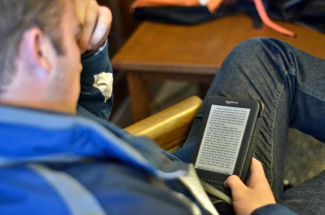 student-reading-kindle