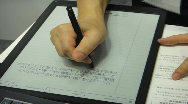 Future-technology-Concept-Sony-A4-digital-paper-digital-notebook