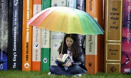 Teenage-Girl-Reading-at-H-001