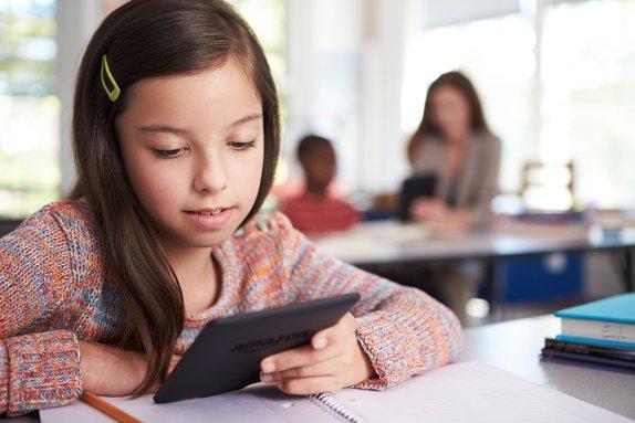 amazon-kindle-paperwhite-girl-education-school-kids-read-ebook