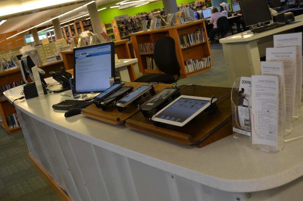 eg-library-reader-bar-1-bw-c-2-23-1024x682