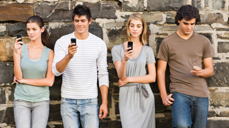 even-on-15-000-a-year-most-young-people-buy-smartphones-study-801eacbc24