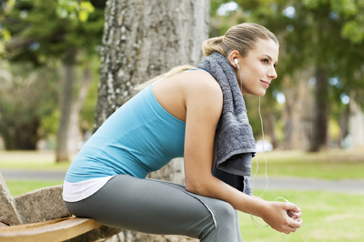 jogger_rests_and_listens_to_an_audiobook