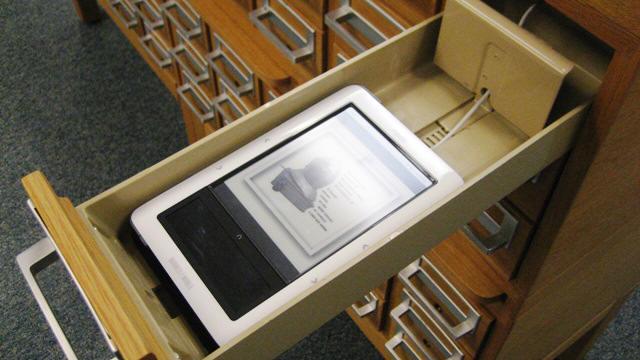 library-card-e-reader