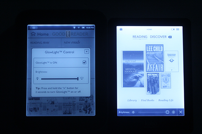 Nook Simple Touch with Glowlight on the Left, Kobo Glo on the Right