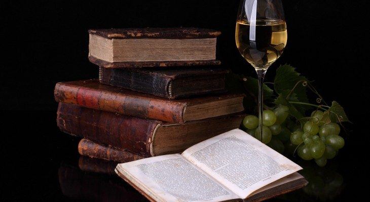 old-books_glass-of-wine-and-grapes-730x400