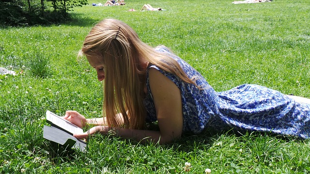 woman-reading-ebook-outdoors