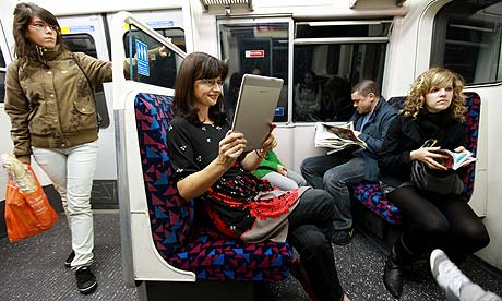 woman-reads-a-kindle-001