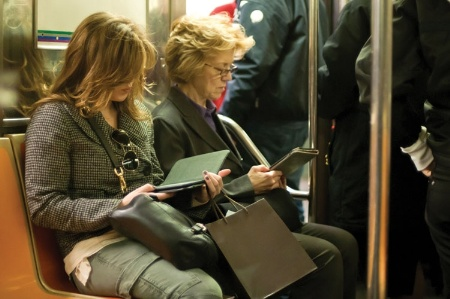 women_reading_ebooks_on_new_york_subwa_450